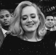 阿黛尔Adele为什么叫老艺术家,她怎么休息四年不发歌了?