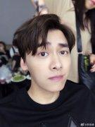 李易峰为什么一直单身没女朋友,他为什么叫六岁半、草儿、一元?